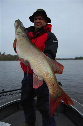 Lac Seul Fall Muskie Trip Fishing with Ben Beattie