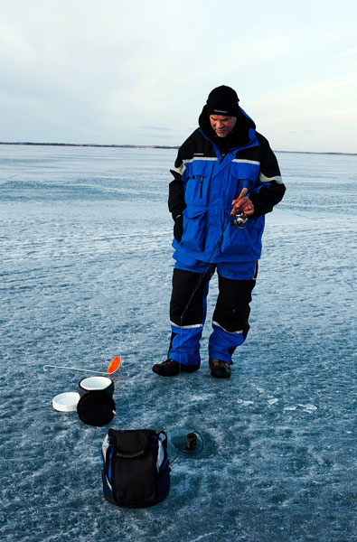 The Lowrance Elite 5 is a good choice for ice fishermen. When you are jigging you can watch the sonar screen and when you decide to move to another spot, you can switch over to the GPS screen!