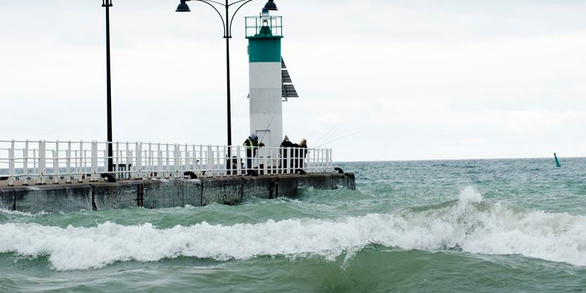 Oshawa fishermen livid after hefty fines issued by city for fishing off Lakeview Park pier
